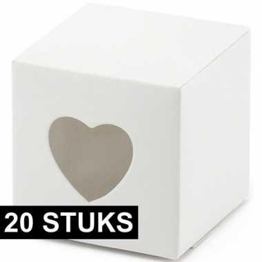 20x bruiloft/huwelijk bedankjes cadeaudoosjes 5 cm met hartjes uitsne