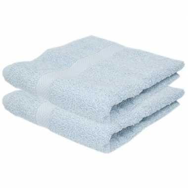 2x badkamer/douche handdoeken lichtblauw 50 x 90 cm prijs