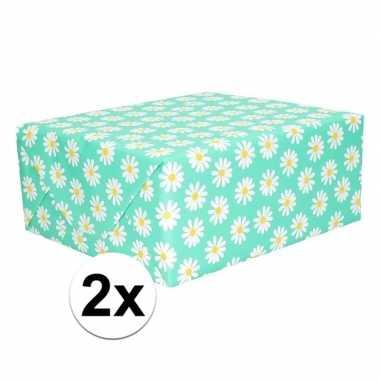 2x cadeaupapier groen met bloemen 200 x 70 cm prijs