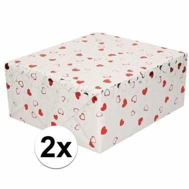 2x cadeaupapier metallic wit met hartjes en sterren 150 cm per rol pr