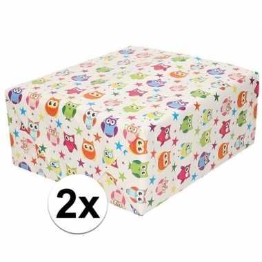 2x cadeaupapier wit met gekleurde uiltjes 200 cm per rol prijs