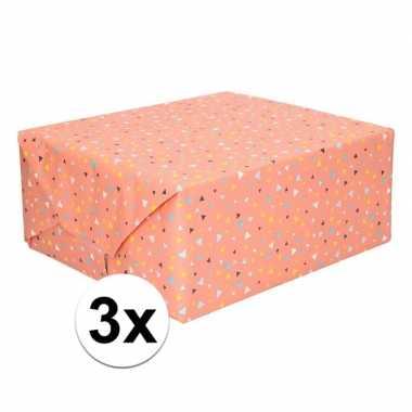 3x koraal cadeaupapier met driehoekjes print 70 x 200 cm prijs