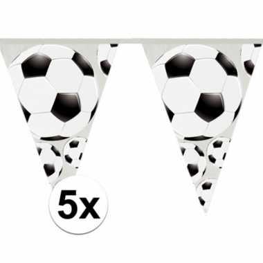 5x stuks slingers met voetbal vlaggetjes 4 meter prijs