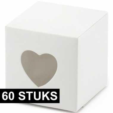 60x bruiloft/huwelijk bedankjes cadeaudoosjes 6 cm met hartjes uitsne