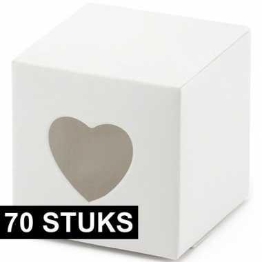 70x bruiloft/huwelijk bedankjes cadeaudoosjes 7 cm met hartjes uitsne