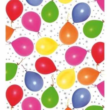 Cadeaupapier metallic wit met ballonnen en sterren 150 cm prijs
