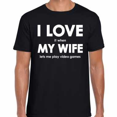 Fun t-shirt i love it when my wife lets me play video games zwart voo