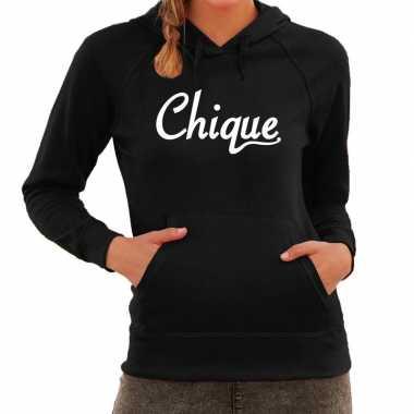 Hooded sweater zwart met chique bedrukking voor dames prijs