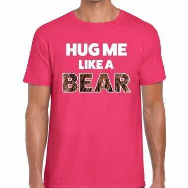 Roze hug me like a bear fun t-shirt voor heren prijs