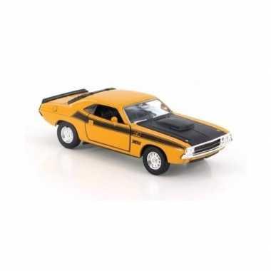 Speelgoedauto dodge challenger 1970 geel 1:34 prijs