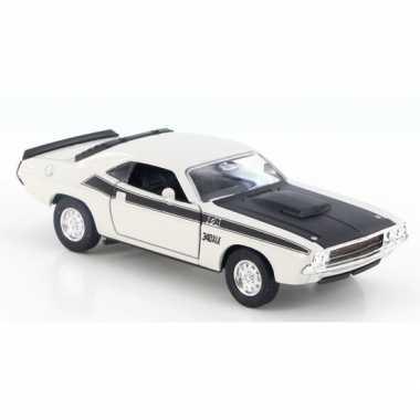 Speelgoedauto dodge challenger 1970 wit 1:34 prijs