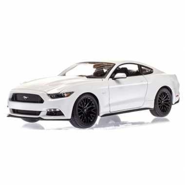 Speelgoedauto ford mustang gt wit 1:36 prijs