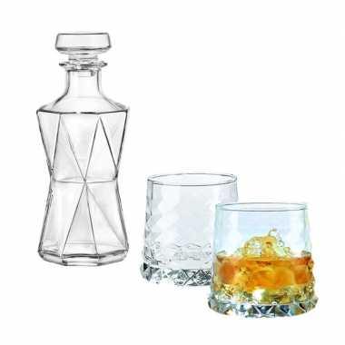 Whiskeyset bestaande uit 1 karaf met 2 gemvormige glazen prijs