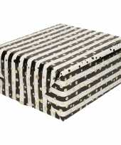 Vergelijk cadeaupapier gemetaliseerd wit en zwart gestreept met gouden stippen 150 cm prijs