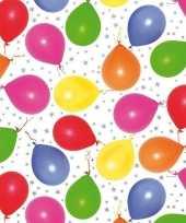 Vergelijk cadeaupapier metallic wit met ballonnen en sterren 150 cm prijs